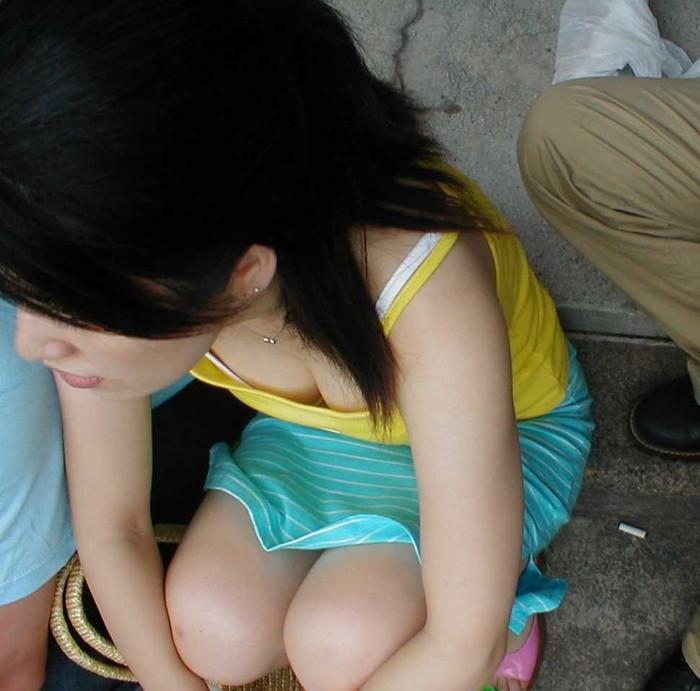 【胸チラエロ画像】女の子の胸元を上から狙ったらこんな写真がとれましたよ?ww 01