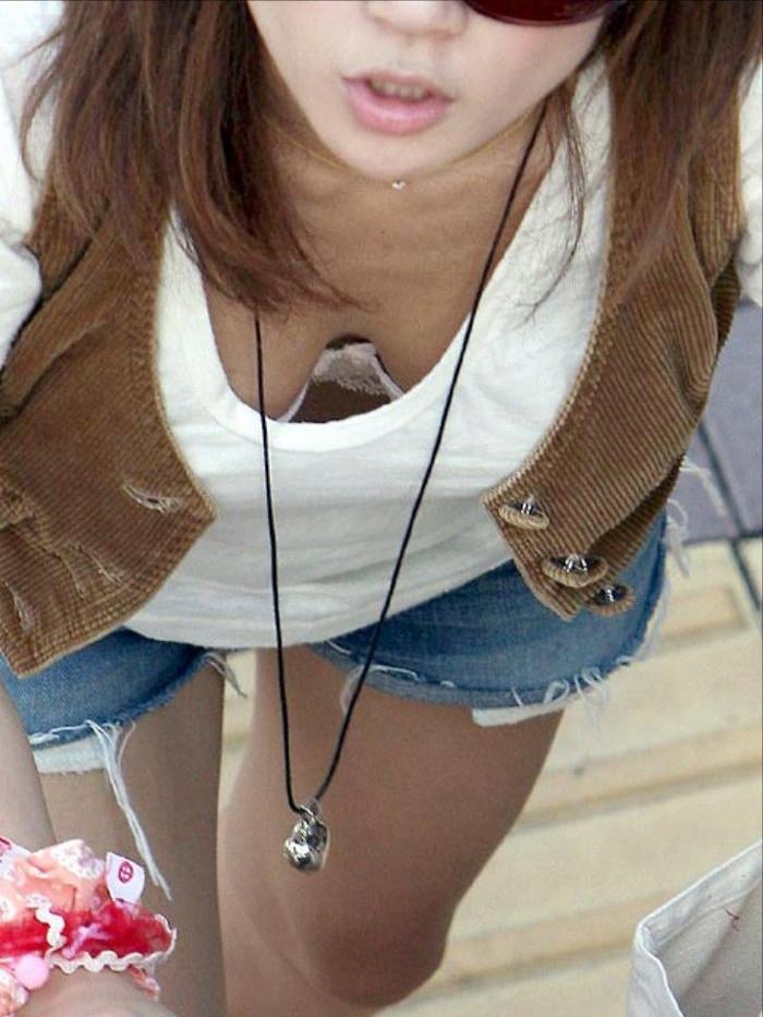 【胸チラエロ画像】女の子の胸元を上から狙ったらこんな写真がとれましたよ?ww 06