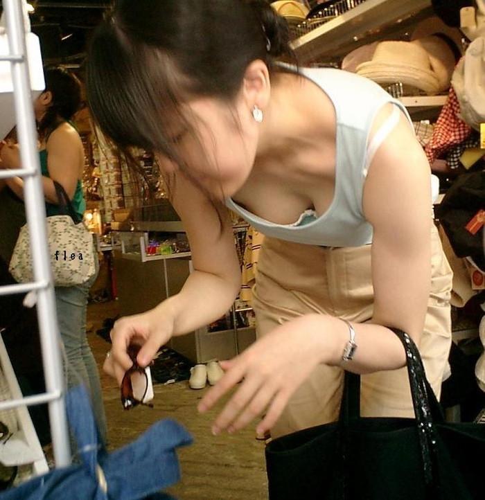 【胸チラエロ画像】女の子の胸元を上から狙ったらこんな写真がとれましたよ?ww 13