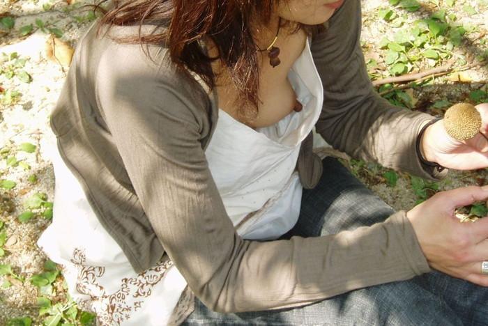 【胸チラエロ画像】女の子の胸元を上から狙ったらこんな写真がとれましたよ?ww 17