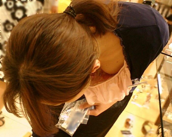 【胸チラエロ画像】女の子の胸元を上から狙ったらこんな写真がとれましたよ?ww 20