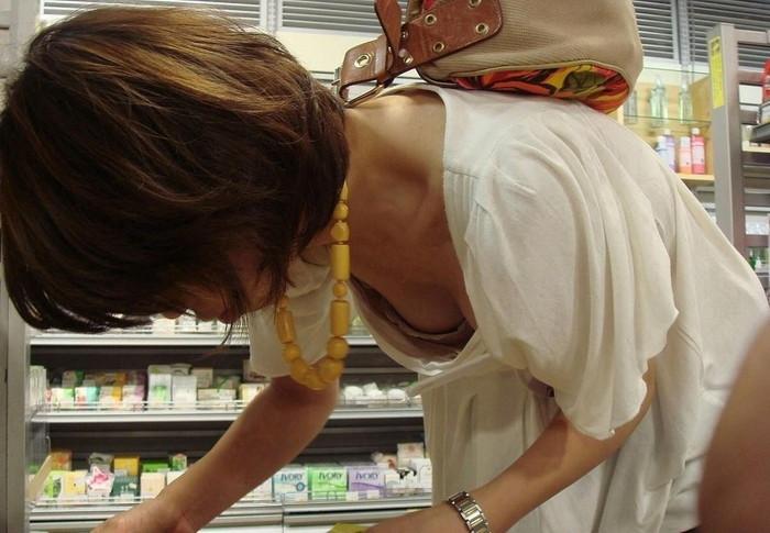 【胸チラエロ画像】女の子の胸元を上から狙ったらこんな写真がとれましたよ?ww 24