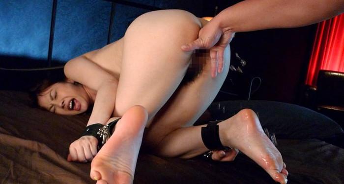 【潮吹きエロ画像】女の子に性的な刺激を与え続けた結果こうなったwww 05