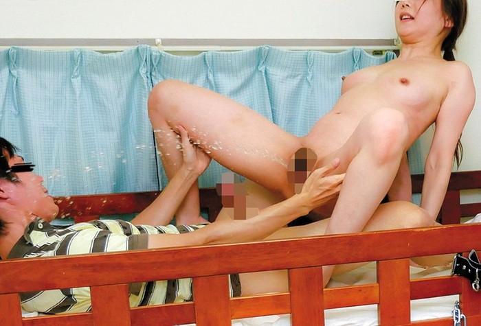 【潮吹きエロ画像】女の子に性的な刺激を与え続けた結果こうなったwww 14