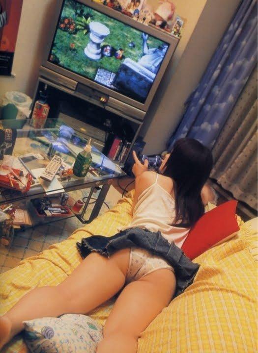 【家庭内盗撮エロ画像】一体誰の犯行!?家庭内で狙われたまんさんたちの末路www 01