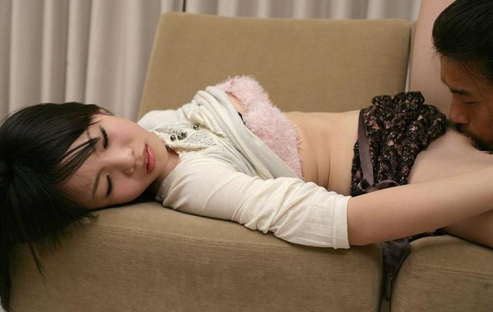 【クンニリングスエロ画像】女の子のオマンコを舐める!クンニリングス! 06