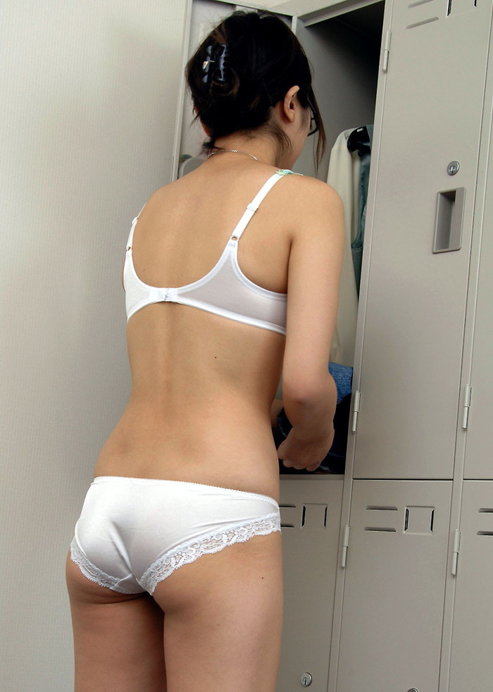 【着替え盗撮エロ画像】素人娘たちの着替えシーンをバッチリ盗撮!www 02