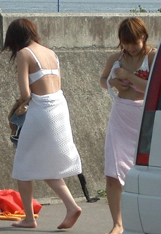 【着替え盗撮エロ画像】素人娘たちの着替えシーンをバッチリ盗撮!www 19