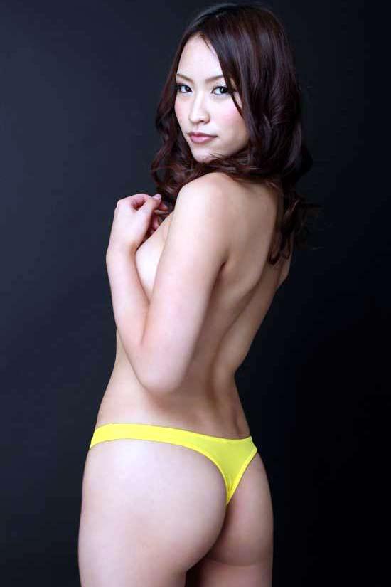 【Tバックエロ画像】やっぱりコレが好き!女の子たちの美尻にTバックパンティー! 04