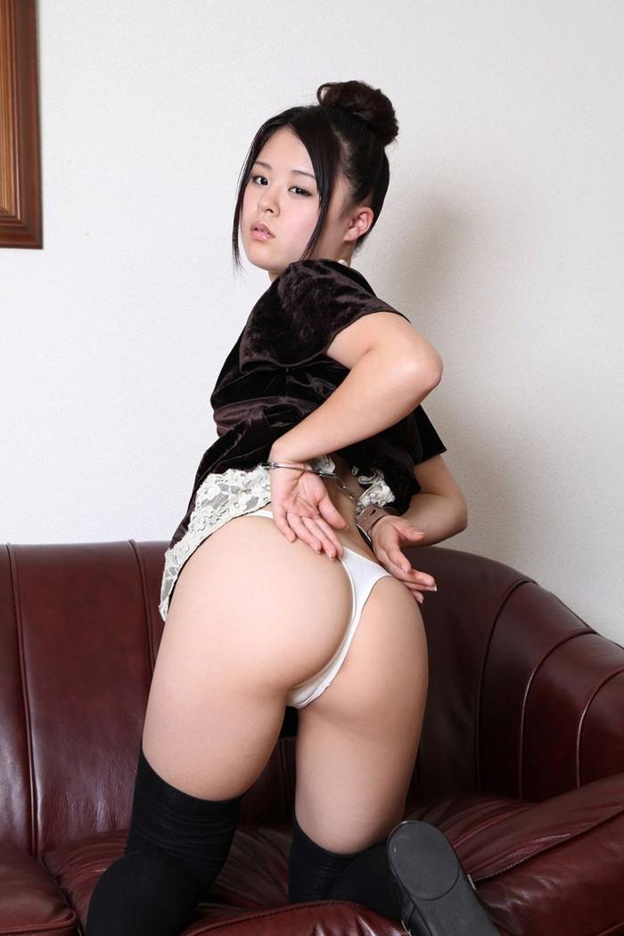 【Tバックエロ画像】やっぱりコレが好き!女の子たちの美尻にTバックパンティー! 24