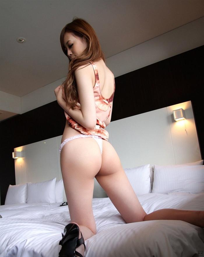 【Tバックエロ画像】やっぱりコレが好き!女の子たちの美尻にTバックパンティー! 29