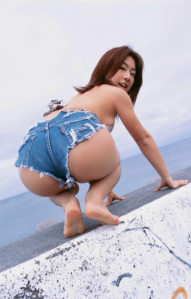 【ホットパンツエロ画像】あらわになった太ももが超セクシーで抜ける! 09