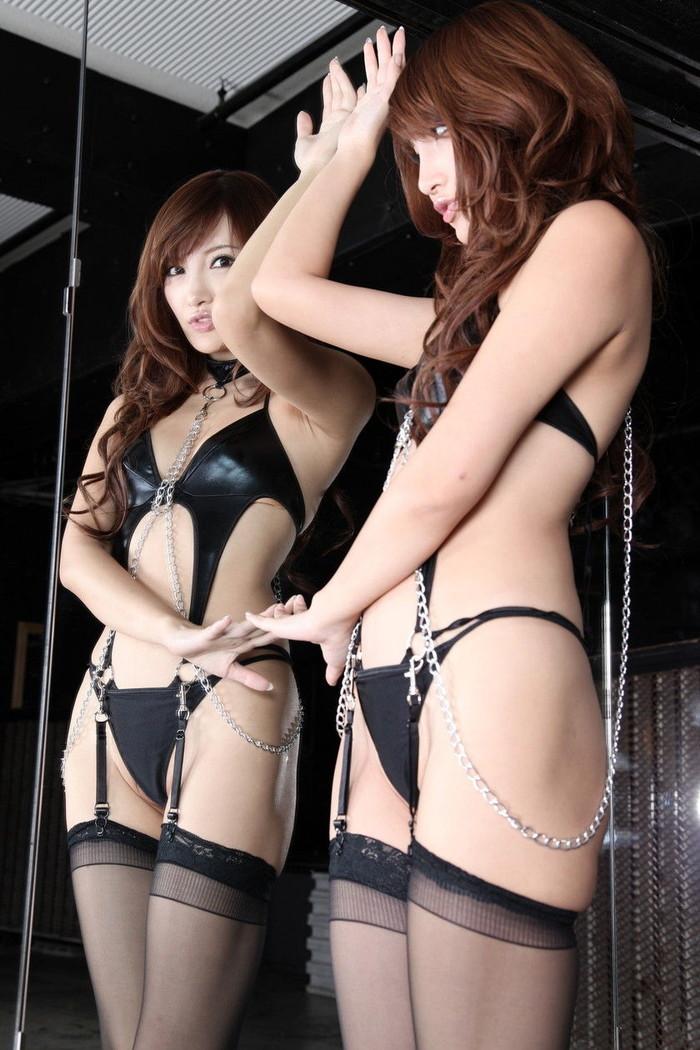 【ボンテージエロ画像】クールで冷たい印象がM男たちの感情を刺激する!www 13