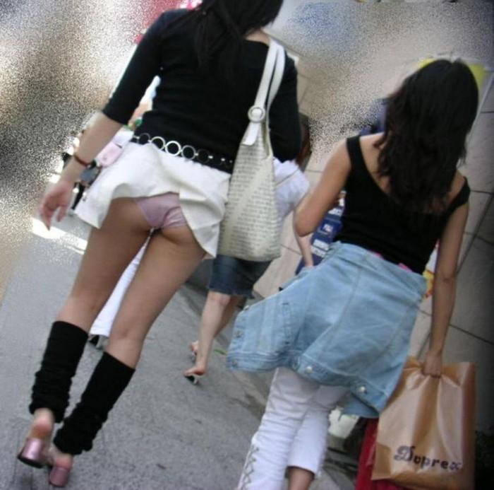 【パンチラエロ画像】突風に舞ったスカート!その瞬間を激写!www 06