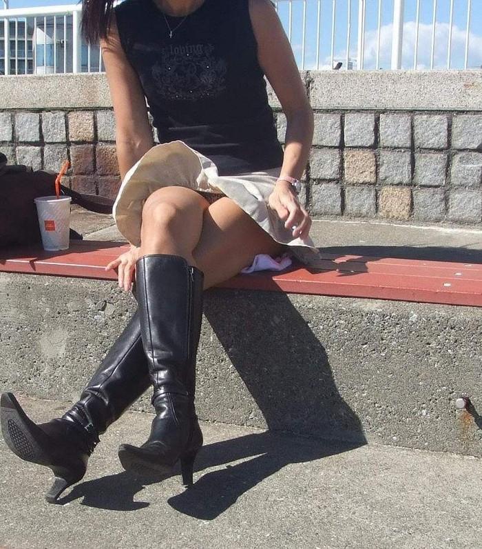 【パンチラエロ画像】突風に舞ったスカート!その瞬間を激写!www 23
