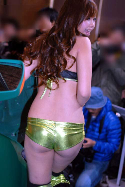 【キャンギャルエロ画像】過激な衣装で大衆の前に立つキャンギャルにフル勃起不可避! 01