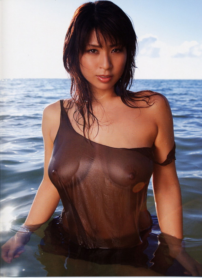 【濡れ透けエロ画像】着衣が濡れてあっちもこっちもスッケスケ!wwww 14