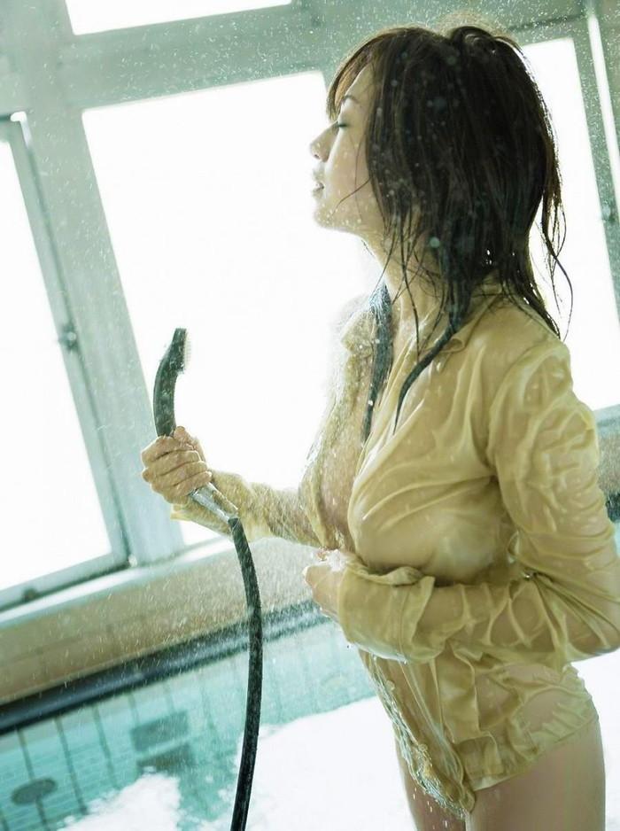 【濡れ透けエロ画像】着衣が濡れてあっちもこっちもスッケスケ!wwww 26