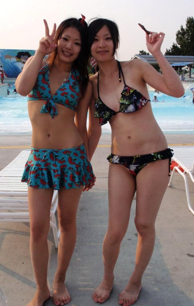 【素人水着エロ画像】時期はずれだけど素人娘たちの水着画像集めてみた! 19