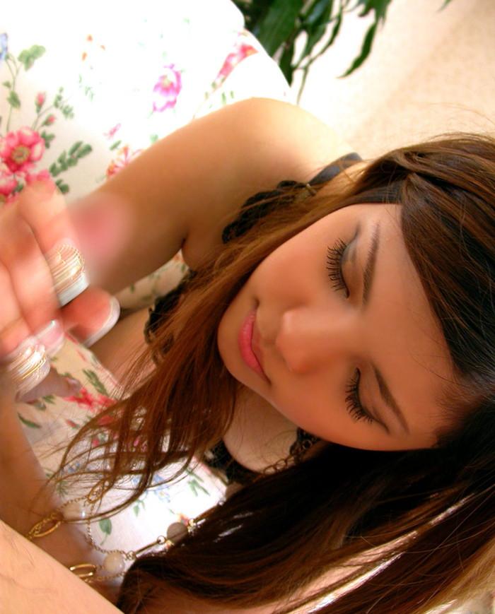 【手コキエロ画像】女の子の柔らかな手でチンポを優しくしごかれる手コキ! 08