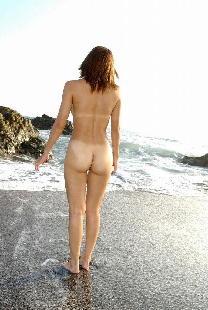 【日焼け跡エロ画像】日焼け跡の残った女の子を脱がせて見たらエロかったwww 19