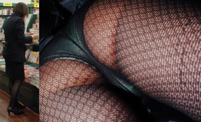 【パンチラ逆さ撮りエロ画像】女の子のスカートの中身を直下から狙い撃ち! 07