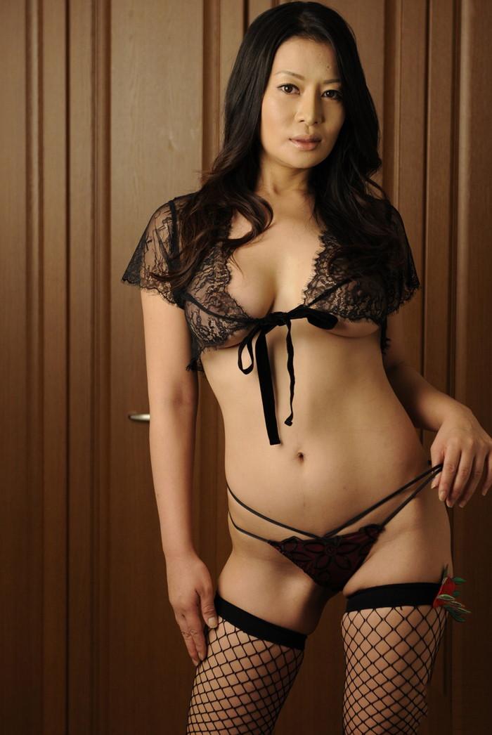 【美熟女エロ画像】年をとっても美しい!こんな熟女なら大歓迎だろ!? 11