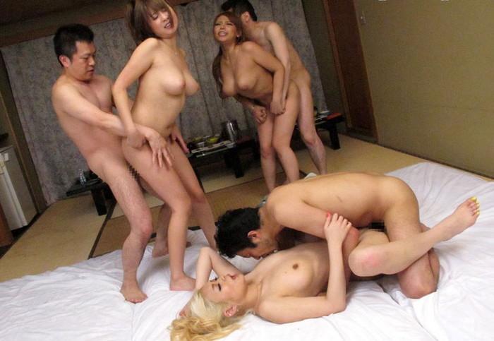 【複数プレイエロ画像】男女複数人で楽しむセックス!乱交パーティー! 20