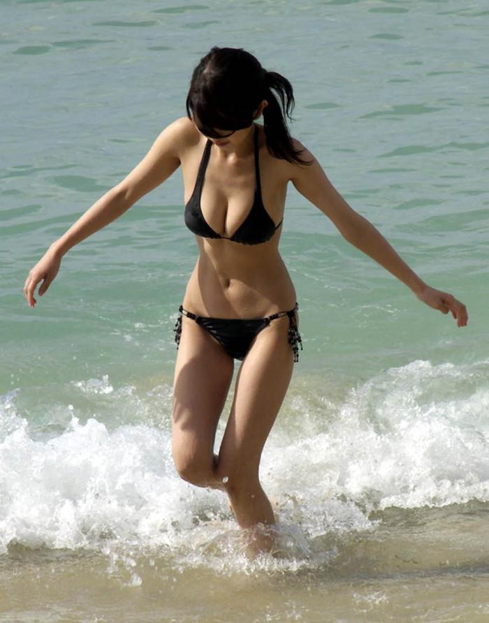 【素人水着エロ画像】素人たちの水着姿ってむ生々しくて興奮するだろ? 09
