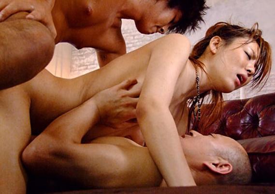 【2穴セックスエロ画像】前の穴も後ろの穴もチンポでいっぱい!2穴セックス! 08