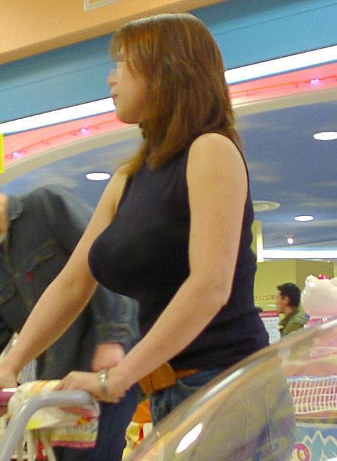 【着衣おっぱいエロ画像】着衣だけでは隠しきれない見事な乳房に視線釘付け! 06