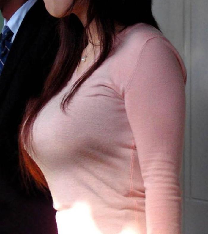 【着衣おっぱいエロ画像】着衣だけでは隠しきれない見事な乳房に視線釘付け! 19