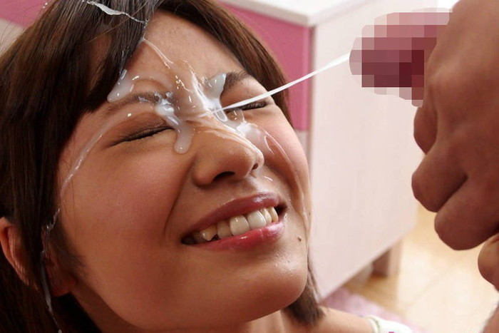 【顔射エロ画像〉女の子の顔面に精子をぶっかけるマニアックなプレイがこちらw