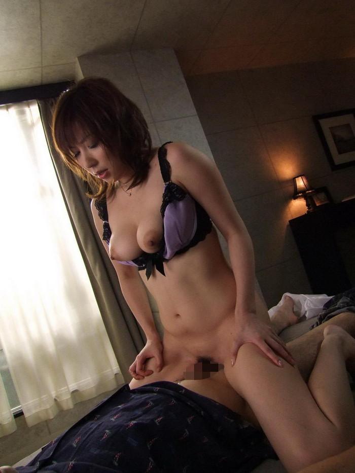 【スマタエロ画像】女の子のオマンコに直接チンポを擦りつける擬似セックス! 08