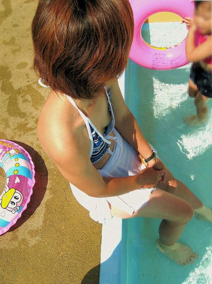 【水着ハプニングエロ画像】下着同然の姿だからもちろん、こんなハプニングもww 11