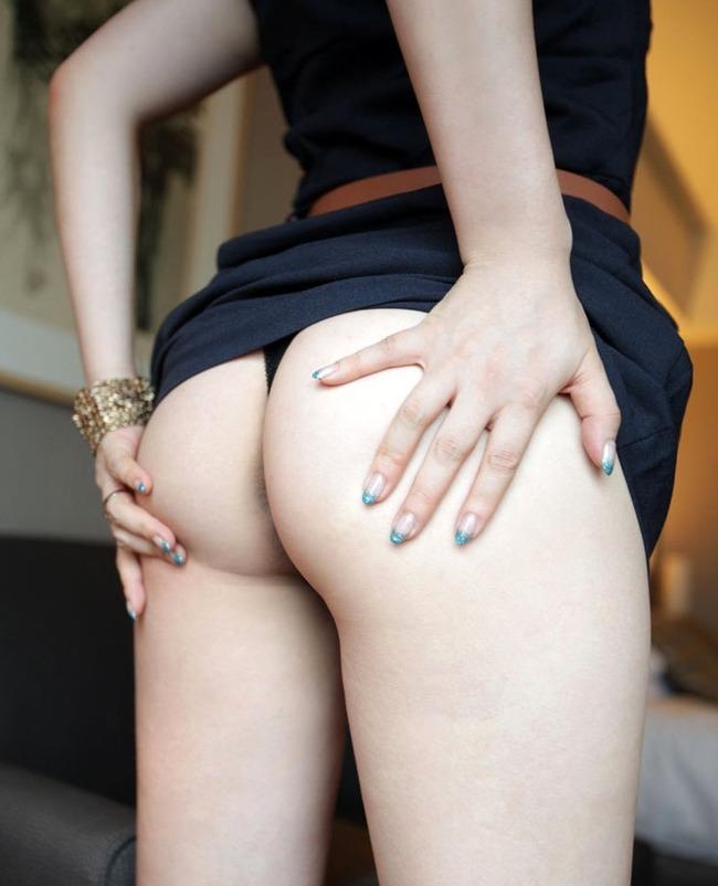 【Tバックエロ画像】女の子のお尻をセクシーに演出する下着といえば、やっぱりTバック! 16