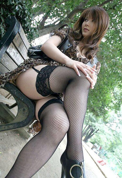 【ガーターベルトエロ画像】セクシーすぎるガーターベルトって雰囲気あってグゥ! 03