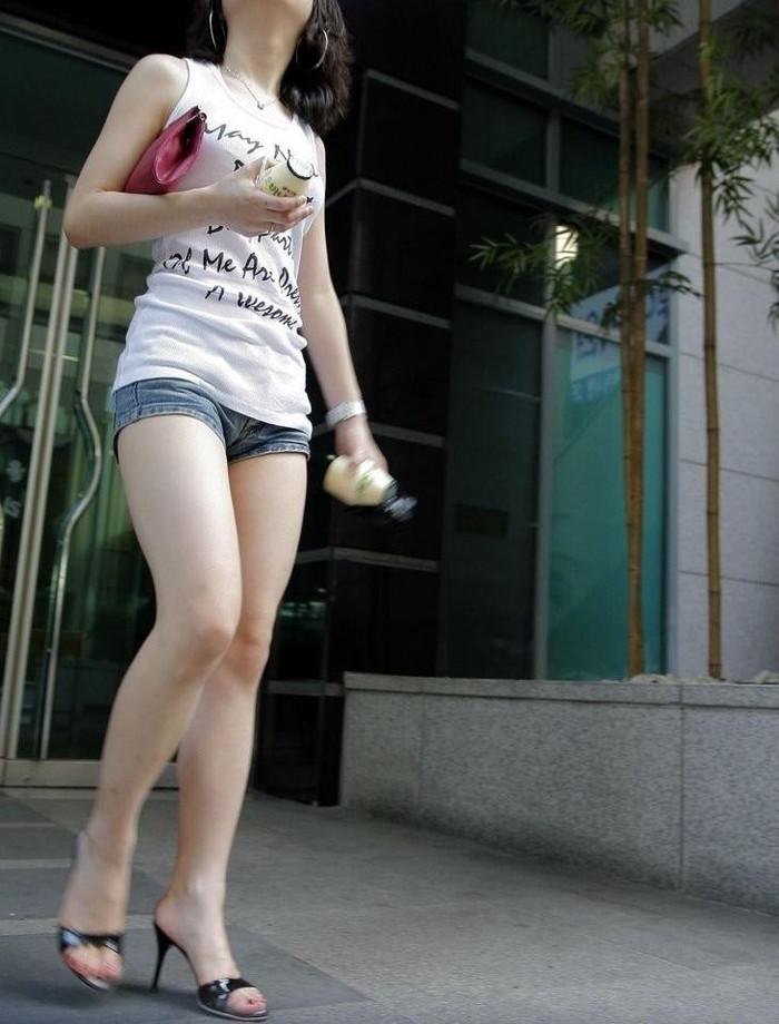 【ホットパンツエロ画像】過激すぎるホットパンツ、見た目にもキケンすぎる!www 16