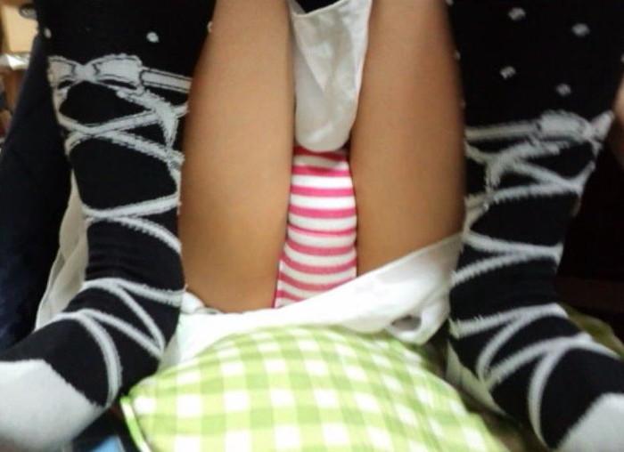 【縞パンエロ画像】アニメやゲームでお馴染みのシマシマのパンツの女の子! 15