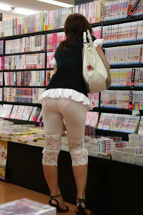 【着衣透けエロ画像】街中で見かけた着衣が透けてしまっている女の子! 03