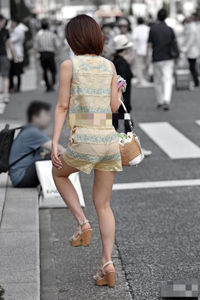 【着衣透けエロ画像】街中で見かけた着衣が透けてしまっている女の子! 08