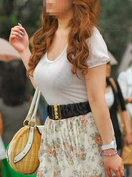 【着衣透けエロ画像】街中で見かけた着衣が透けてしまっている女の子! 14