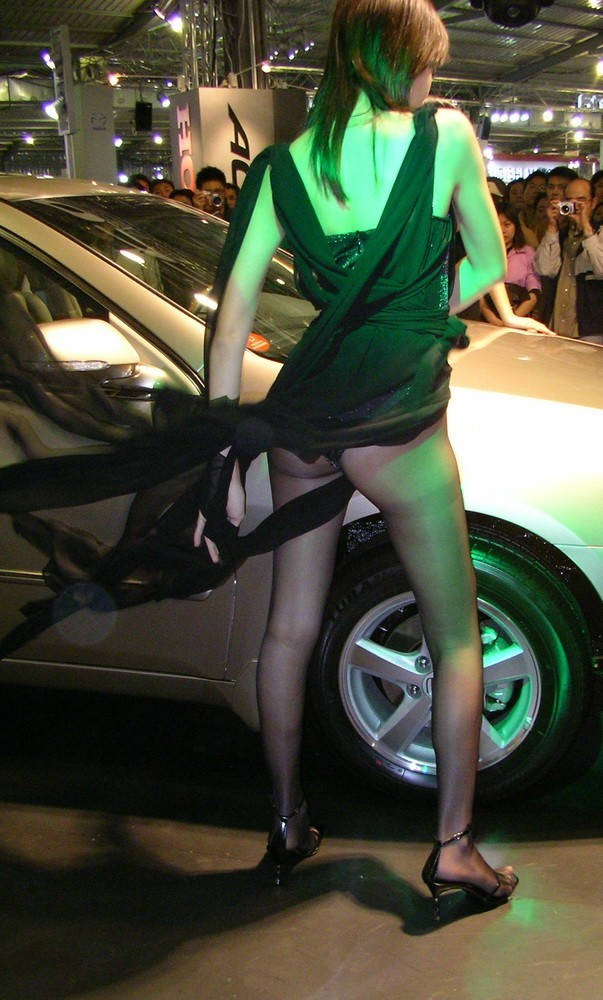 【キャンギャルエロ画像】企業の策略か!?露出度の高い衣装のキャンギャル特集! 27