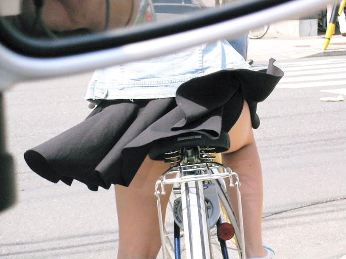 【風パンチラエロ画像】スカートが風が舞い上がる→撮った!ってやつw 10