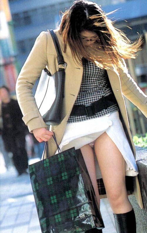 【風パンチラエロ画像】スカートが風が舞い上がる→撮った!ってやつw 16