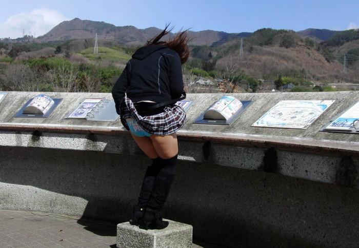 【風パンチラエロ画像】スカートが風が舞い上がる→撮った!ってやつw 22