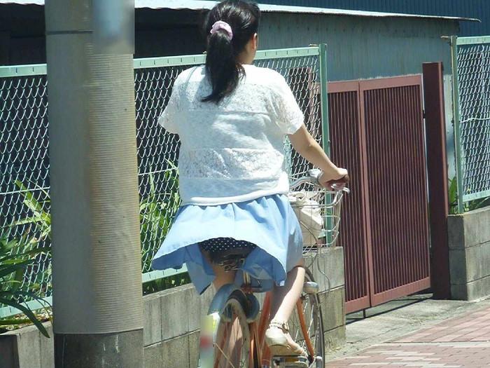 【風パンチラエロ画像】スカートが風が舞い上がる→撮った!ってやつw 26