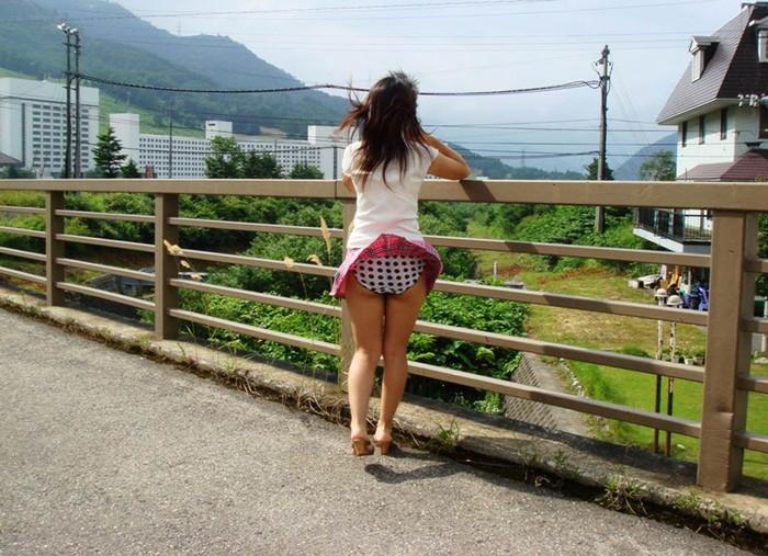 【風パンチラエロ画像】スカートが風が舞い上がる→撮った!ってやつw 28