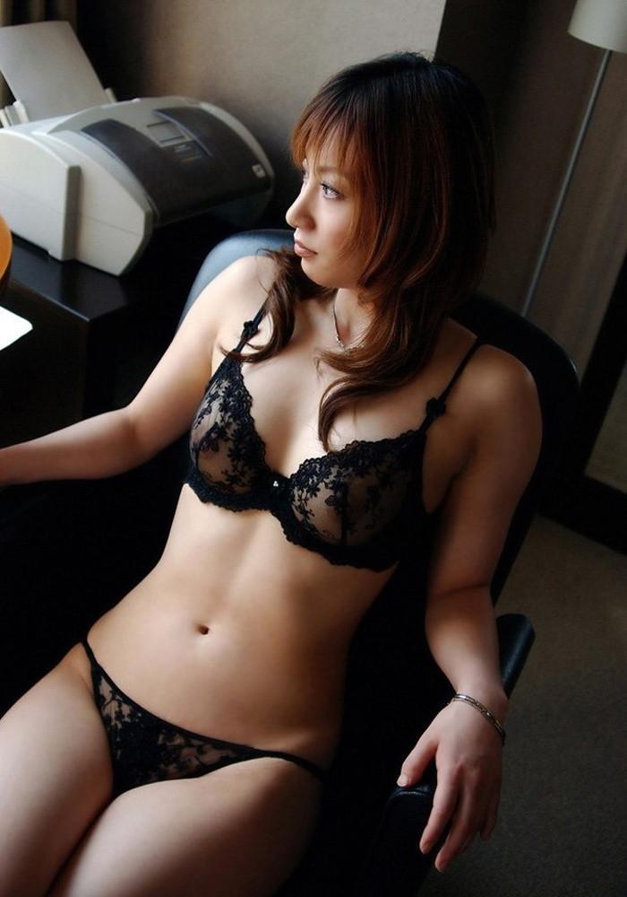 【シースルー下着エロ画像】まるで全裸!?スケスケのシースルー下着の女の子! 11