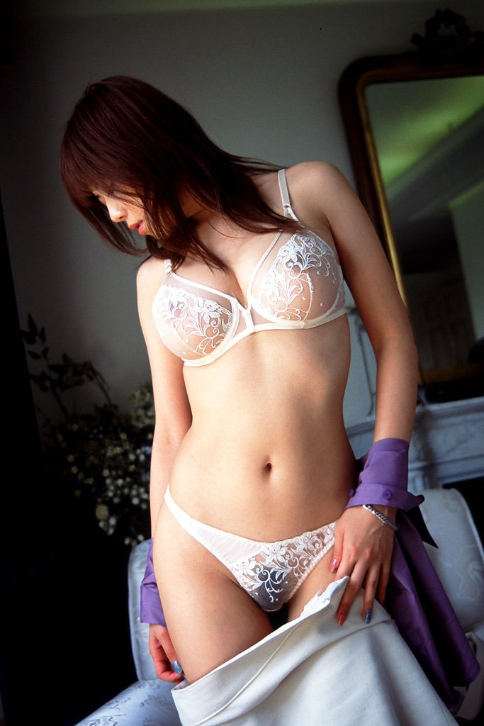 【シースルー下着エロ画像】まるで全裸!?スケスケのシースルー下着の女の子! 18